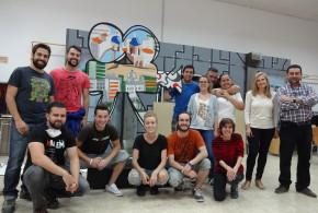 Los alumnos del Ciclo de Construcción de Escenografías ultiman el decorado del Festival