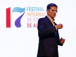 LUIS LARRODERA PRESENTADOR FESTIVAL CINE ALICANTE